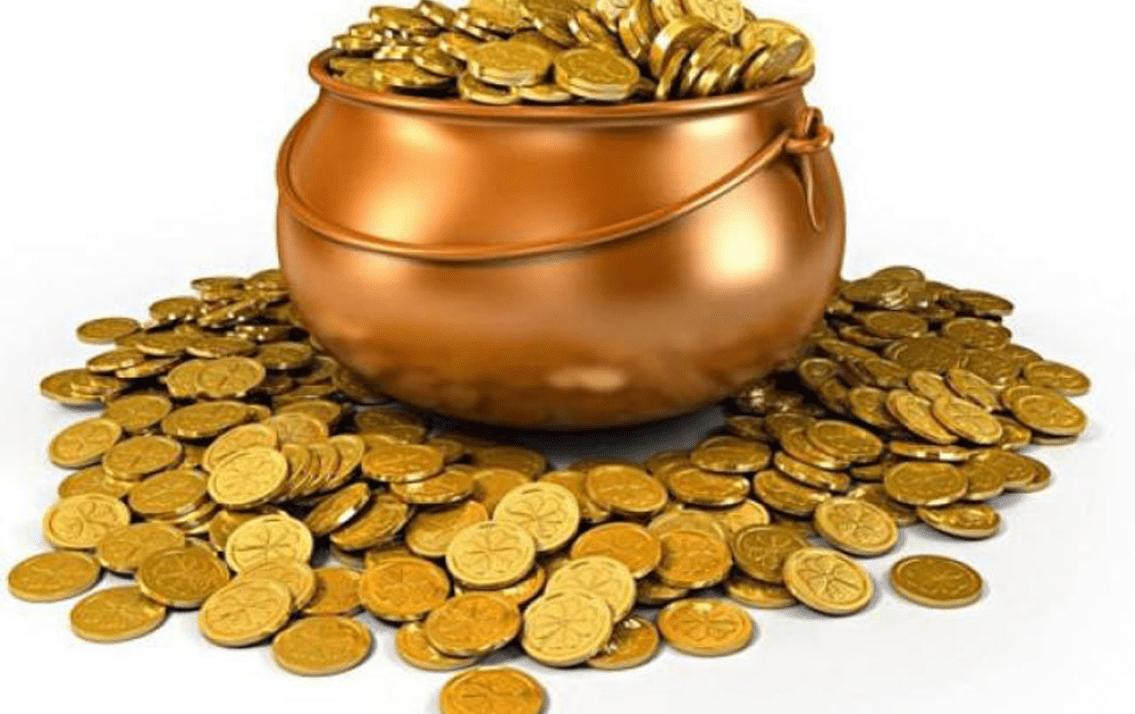"""Khám phá câu hỏi """"có 100 triệu nên mua vàng hay gửi tiết kiệm"""""""